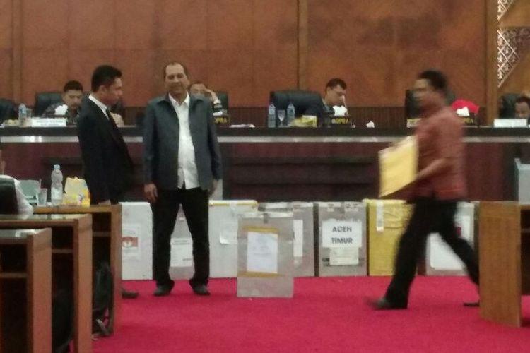 Rapat Pleno rekapitulasi suara Pilkada Gubernur Aceh 2017 Komisi Independen Pemilihan Aceh di Gedung DPRA Aceh, Sabtu (25/2/2017).