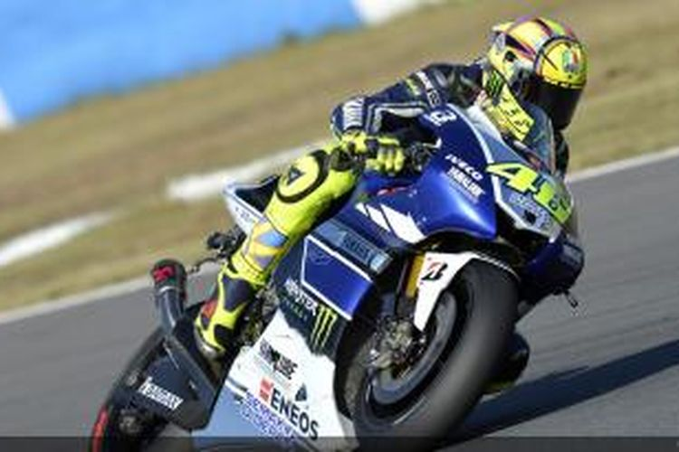 Pebalap Yamaha Factory Racing asal Italia,Valentino Rossi memacu motornya di Sirkuit Twin Ring Motegi, pada GP Jepang, Minggu (27/10/2013).