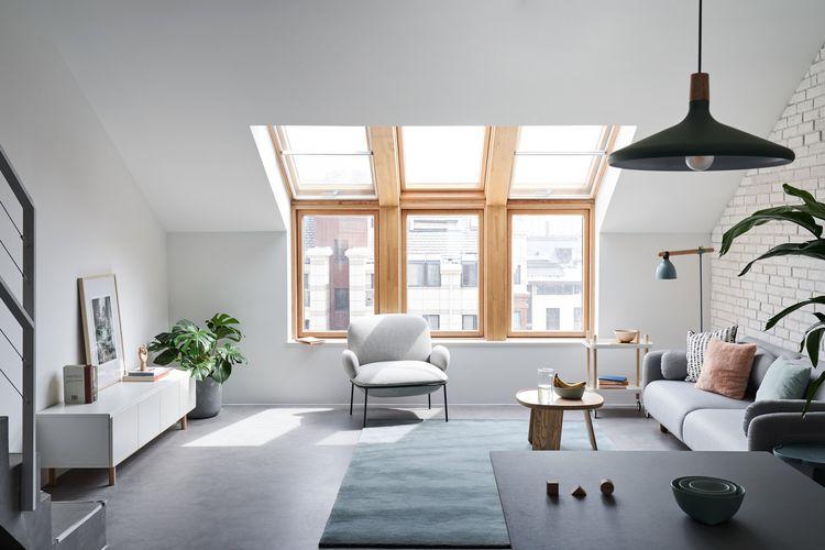 Jendela dan atap kaca sebagai sumber pencahayaan alami