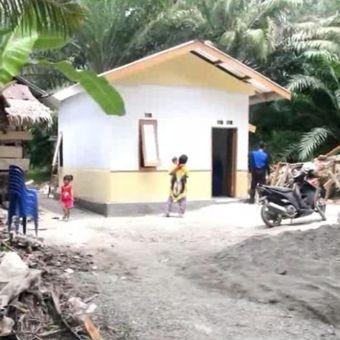 Rumah baru pasangan lansia Solikin dan Sitti Muhdah hasil bedah rumah pemda, TNI-Polri dan warga di Mamuju Tengah.