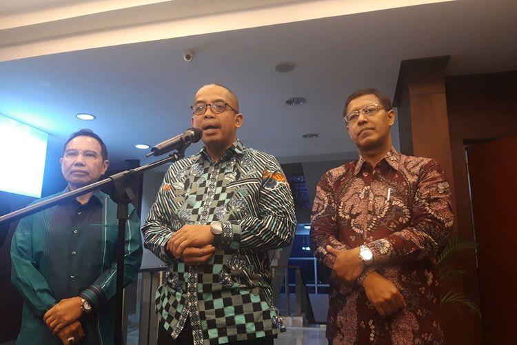 Direktur Jenderal Pajak Suryo Utomo (tengah) ketika memberikan paparan kepada awak media di Jakarta, Selasa (10/12/2019).