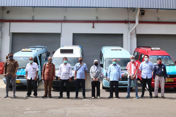 Suzuki donasikan hand sanitizer dan masker untuk sopir angkot