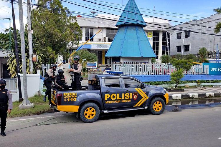 Polisi saat tiba di TKP mengamankan situasi