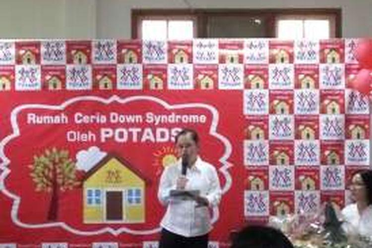 Stephanie Handojo peraih medali emas cabang olahraga renang dalam Special Olympics 2011, Athena saat memberikan sambutan dalam acara peresmian Rumah Ceria Down Syndrome di Pejaten Barat, Jakarta Selatan pada Minggu (31/7/2016).