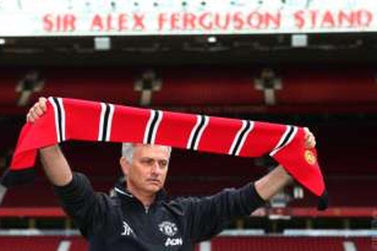 Jose Mourinho saat diperkenalkan kepada media sebagai pelatih anyar Manchester United.