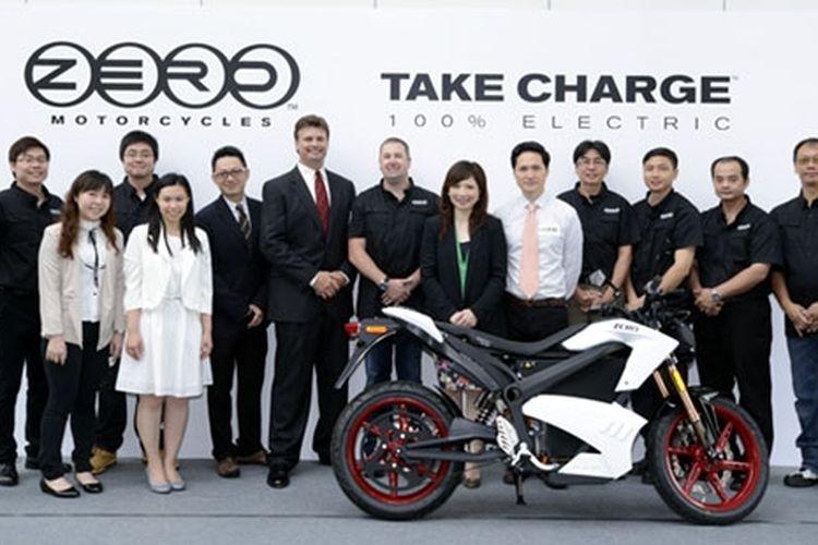 Zero Motorcycles dan para pegawai Yuen Ho Trading Company, Ltd, Hong Kong, sebagai distributor di Asia.