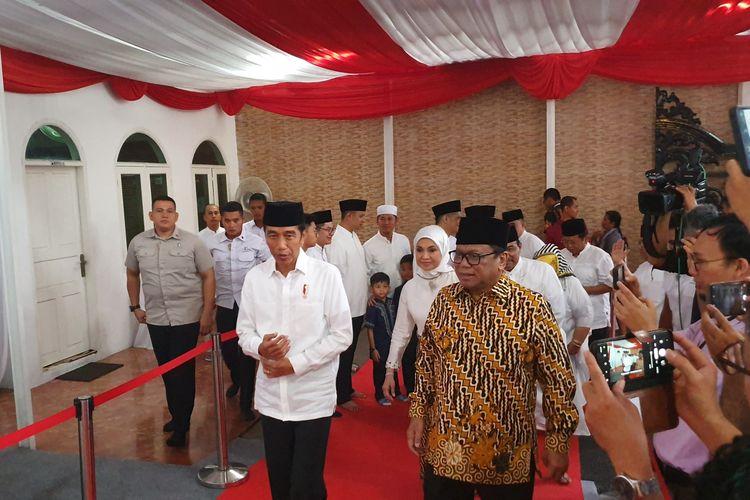 Presiden Joko Widodo, Senin (13/5/2019), berbuka puasa bersama di rumah Ketua DPD Oesman Sapta Odang (OSO) di Jalan Karang Asem Utara, Kuningan, Jakarta Selatan.