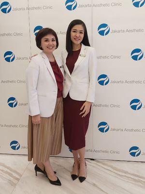 Dokter Silvia Urika dan dr. Aida Setiawan dari Klinik Jakarta Aesthetic Clinic.