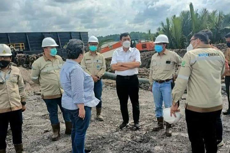 Menteri Koordinator Bidang Kemaritiman dan Investasi, Luhut Binsar Pandjaitan saat berada di lokasi tambang batubara PT Kutai Energi di Kabupaten Kutai Kartanegara, Kalimantan Timur, Selasa (13/10/2021).