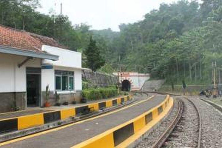Stasiun kereta api Lampegan di Desa Cibokor, Pasir Gunung Keneng, Cianjur, Jawa Barat.