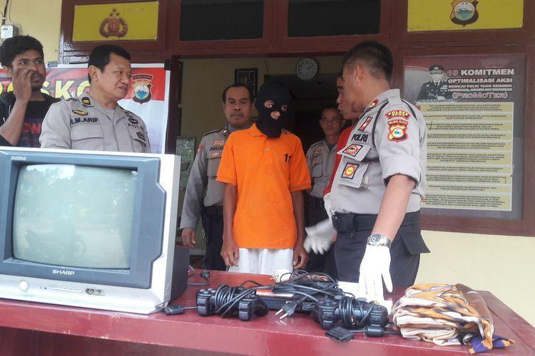 JU (17) dibekuk polisi setelah menyatroni dan menggaaak sepepda motor milik anggota TNI di Kabupaten Gowa, Sulawesi Selatan. Rabu, (8/1/2020)