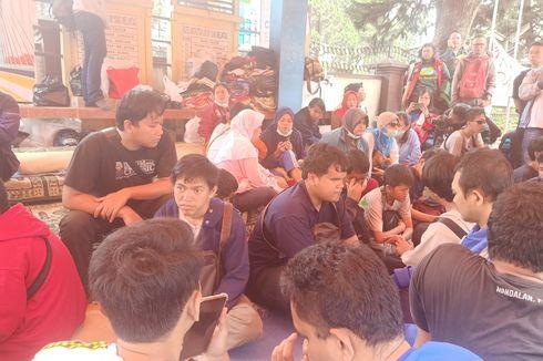 Cerita 32 Mahasiswa Tunanetra Bandung Tidur di Halte karena Panti Berubah Jadi Balai