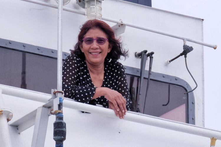 Menteri Kelautan dan Perikanan Susi Pudjiastuti di atas Kapal Pengawas Perikanan yang bersandar di Pelabuhan SKPT Selat Lampa, Senin (29/1/2018)
