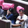 Protes kepada PM Thailand, Politisi Ini Sayat Pergelangan Tangan Saat Sidang Parlemen