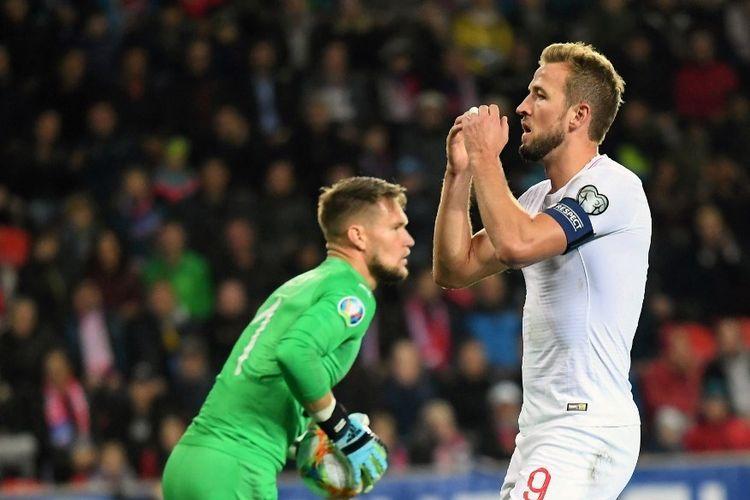 Harry Kane tampak kecewa seusai gagal menyelesaikan peluang pada pertandingan Rep Ceko vs Inggris dalam lanjutan kualifikasi Euro 2020 di Sinobo Arena, Praha, 11 Oktober 2019.