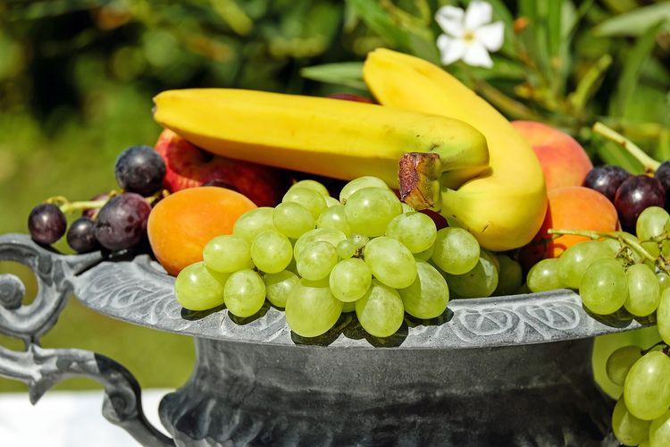 ilustrasi buah-buahan segar.