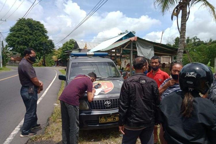 Polisi memeriksa lokasi diduga tempat tercecernya uang Rp 94 juta
