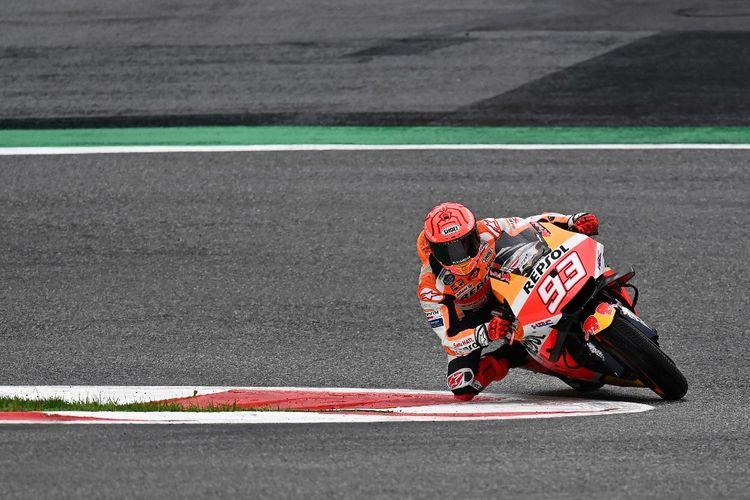 Marc Marquez saat balapan pada MotoGP Styria 2021. (Photo by JOE KLAMAR / AFP)