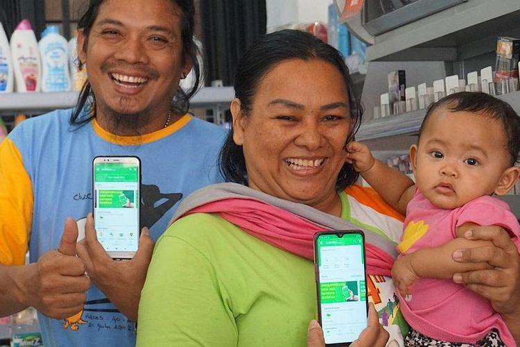 Nicodemus Harianja (41) dan Erika Sibagariang (41), salah satu contoh dari sekian banyak wirausahawan mikro di Medan yang berdaya berkat bergabung dengan GrabKios.