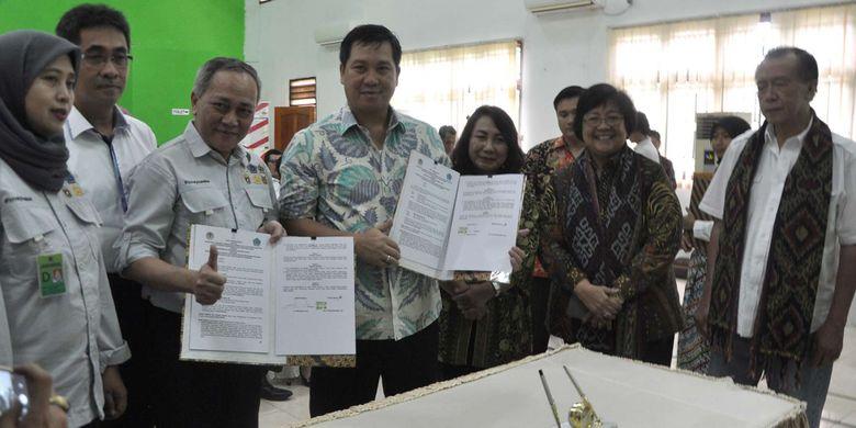 Penandantanganan kerja sama Pengelolaan TNL Bunaken antara Kementerian LHK dengan Pemerintah Provinsi Sulut di Manado, Kamis (11/1/2018).