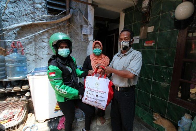 Bantuan berupa paket sembako untuk 1,2 juta keluarga di DKI Jakarta, serta menyusul bagi 600.000 keluarga di Bodetabek.