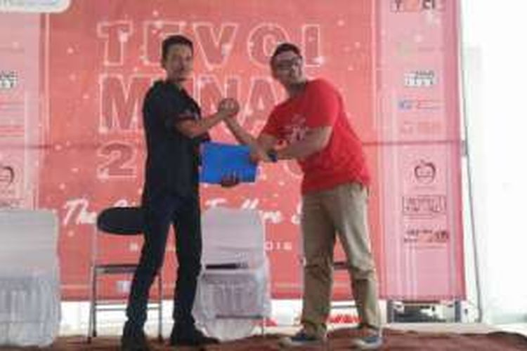 Ketua Umum Toyota Etios Valco Club Indonesia (TEVCI) Tamhid Amali periode 2014 - 2016 (kiri) dan Ketua Umum TEVCI 2016 - 2018 Ahmad Sang Toguda Nasution.