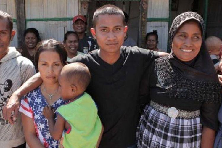 Ali Yasmin (berkaus hitam) dibebaskan dari penjara Australia pada 2012 silam.