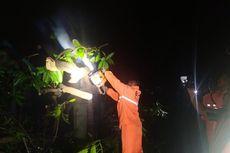 Puting Beliung Terjang 2 Kampung di Sumedang, 3 Rumah Tertimpa Pohon Tumbang