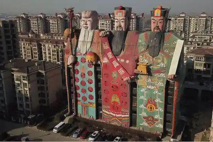 Situs arsitektur China Archcy.com kembali menggelar kontes ?Bangunan Terjelek? di China, bangunan dalam daftar sementara antara lain gereja berbentuk biola dan hotel Mongolia Dalam yang berbentuk boneka babushka yang mengerikan.