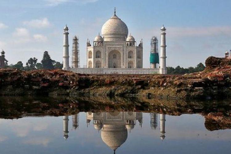 Taj Mahal di Agra, India utara, merupakan salah satu destinasi utama wisatawan asing jika melakukan perjalanan ke negara itu.