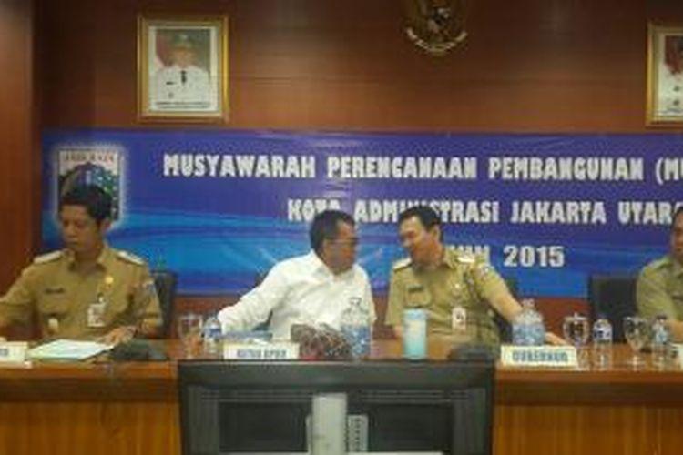 Gubernur DKI Jakarta Basuki Tjahaja Purnama bertemu dengan Wakil Ketua DPRD DKI Jakarta M Taufik saat Musyawarah Perencanaan Pembangunan (Musrembang) Jakarta Utara, di Gedung Walikota Jakarta Utara, Selasa (1/4/2015).