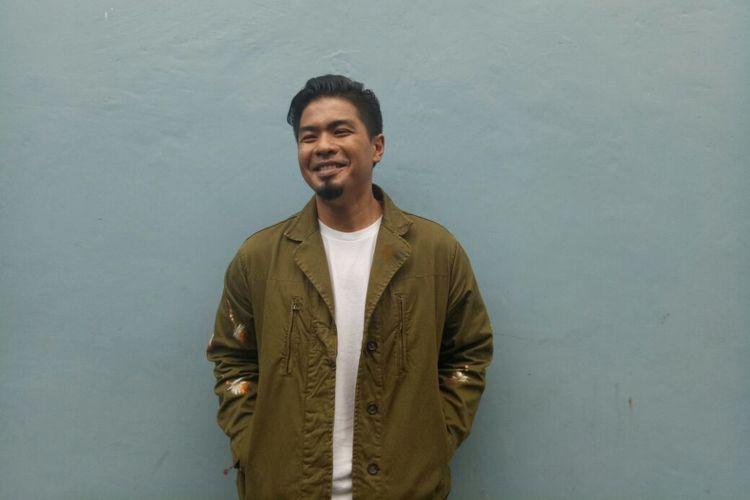 Bams Ex Samsons berpose saat ditemui di kawasan Tendean, Jakarta Selatan, Senin (22/1/2018).