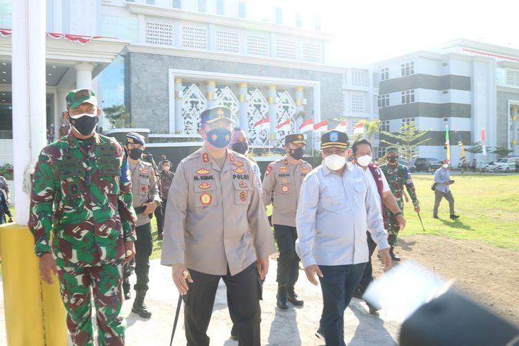 Forkopimda NTB saat melakukan apel gabungan percepatan vaksinasi di daerah Pariwisata Super Prioritas di Lombok Tengah