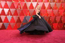 Tampilan Sederhana Nan Memukai Kelly Ripa di Ajang Oscar 2018