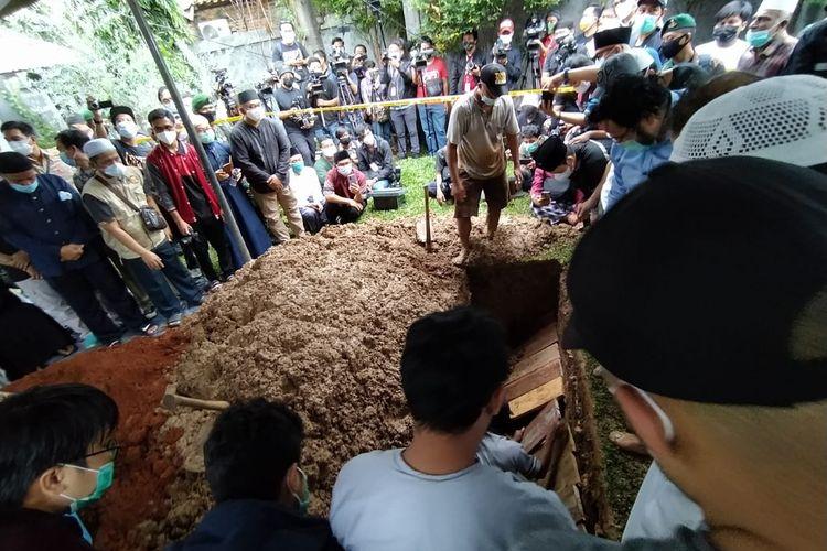 Prosesi pemakaman Syekh Ali Jaber di Pesantren Daarul Quran, Cipindoh, Kota Tangerang, Banten, Kamis (14/1/2021) sore.