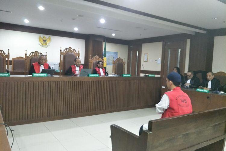 Sidang vonis terdakwa pengancam penggal kepala Presiden Joko Widodo, Hermawan Susanto di Pengadilan Negeri Jakarta Pusat, Kamis (12/3/2020).