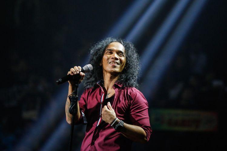 Grup band Slank beraksi dalam konser Slank in Love di Balai Sarbini, Jakarta, Selasa (27/2/2018). Slank tampil membawakan sejumlah tembang andalan mereka Slank in Love, I Miss You but I Hate You, Mawar merah dalam konser yang bertemakan Cinta ini.