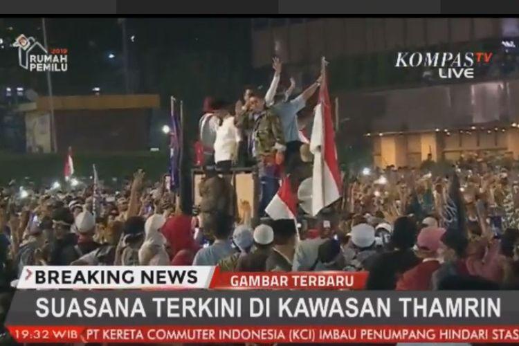 Fadli Zon dan Neno Warisman mendatangi massa aksi di Bawaslu, Jakarta Pusat, Rabu (22/5/2019).