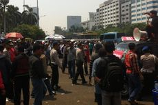 Tolak Pengesahan RUU Pilkada, Mahasiswa Blokade Jalan Gatot Subroto