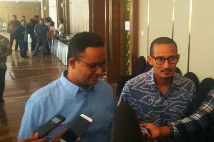 Gubernur-wakil gubernur terpilih DKI Jakarta Anies Baswedan-Sandiaga Uno, di Hotel Ambhara, Jakarta Selatan, Senin (12/6/2017).
