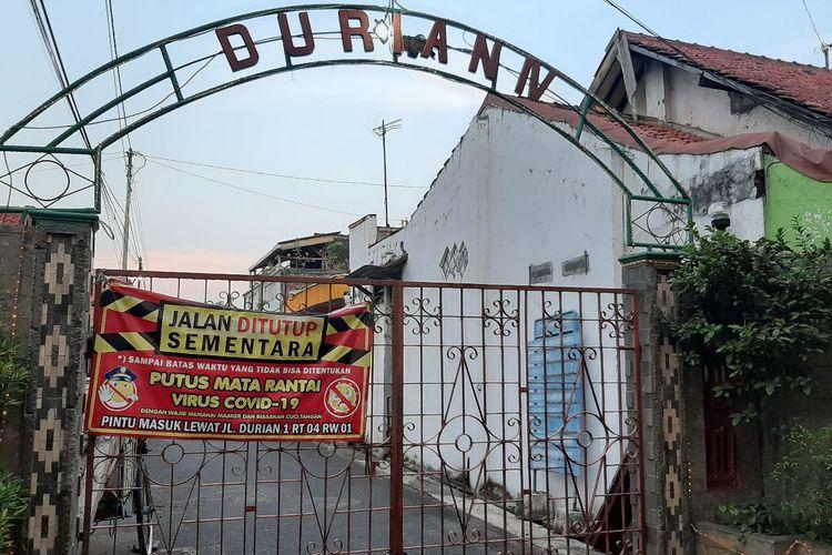 Akses melalui jalan Durian 4 ditutup