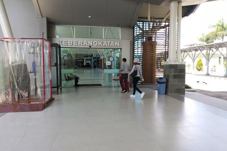 suasana di pintu keberangkatan Bandara Internasional Lombok pasca penutupan Bandara