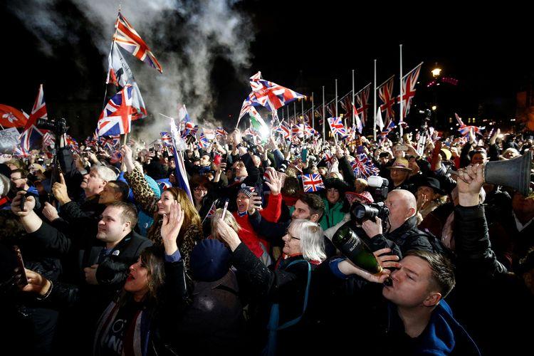 Masyarakat pendukung Inggris keluar dari keanggotaan Uni Eropa (Brexit) merayakan resminya mereka hengkang pada pukul 23.00 waktu setempat, Jumat (31/1/2020).