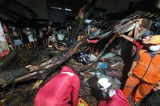 2 Pohon Tumbang Timpa 4 Rumah dan 1 Motor di Jakarta Timur