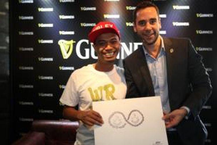 Graham Villiers-Thuthill bersama Uji 'Hahan' Handoko Eko Saputro saat acara konferensi pers kampanye