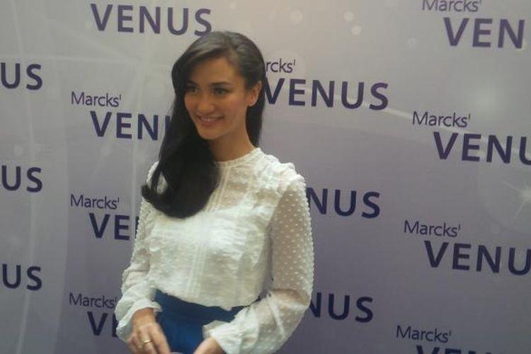 Aktris cantik Atiqah Hasiholan didapuk menjadi brand ambassador baru kosmetik Venus, salah satu produk perusahaan BUMN Kimia Farma.