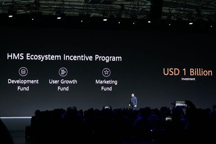 CEO Huawei Richard Yu menerangkan program insentif bernilai 1 miliar dollar AS yang digelar demi menarik developer ke ekosistem Huawei Mobile Services, dalam acara peluncuran seri ponsel Huawei Mate 30 di Munich, Jerman, Kamis (19/9/2019).