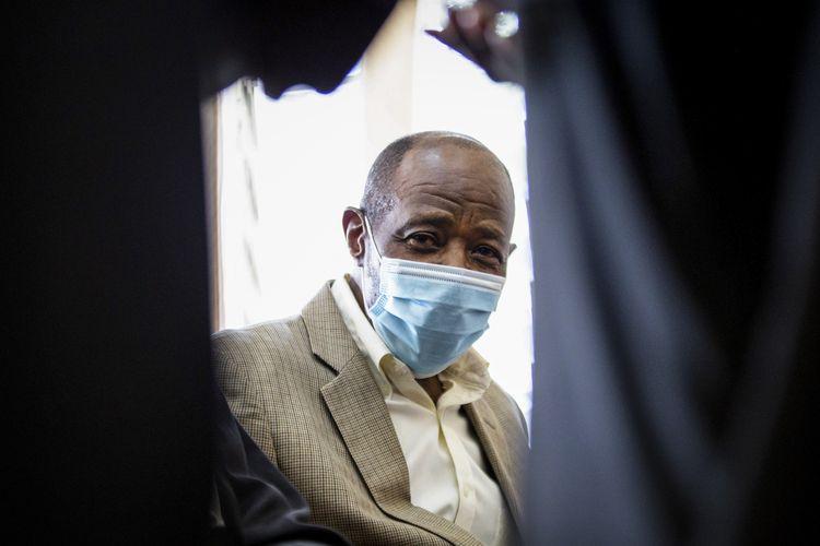 Paul Rusesabagina, yang menjadi inspirasi film Hotel Rwanda (2004) karena menyelamatkan lebih dari 1.200 orang dari genosida, didakwa dengan terorisme pada Senin (14/9/2020). Rusesabagina menjabat sebagai manajer hotel pada pembantaian 1994 yang menewaskan 800.000 orang di Rwanda.