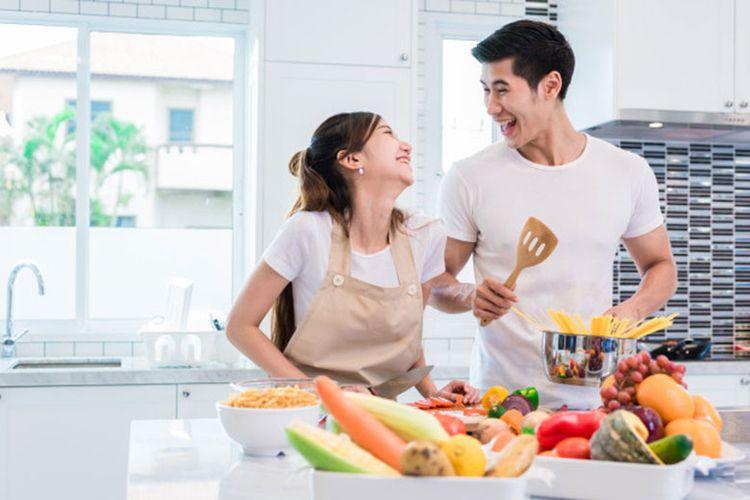 Ilustrasi pasangan makan sehat untuk penuhi nutrisi