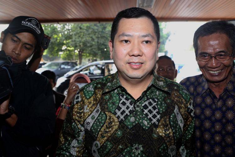 CEO MNC Group, Hary Tanoesoedibjo memenuhi panggilan penyidik untuk diperiksa sebagai tersangka di kantor Bareskrim Polri, Jakarta, Jumat (7/7/2017). Hary Tanoesoedibjo dijerat dalam kasus dugaan ancaman melalui pesan singkat kepada Kepala Subdirektorat Penyidik Jaksa Agung Muda Pidana Khusus Yulianto.